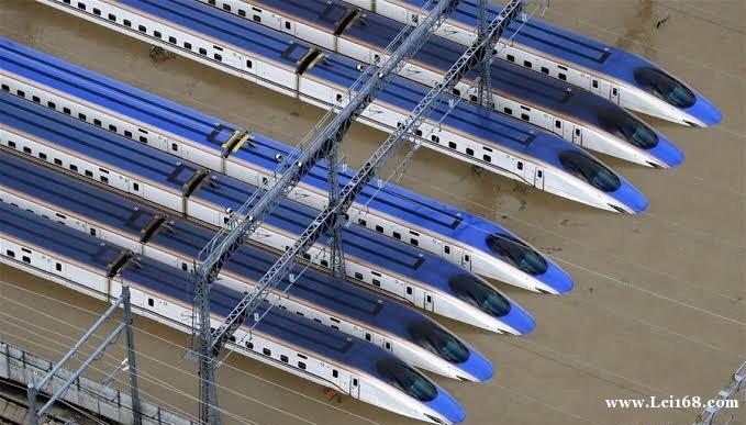 台风海贝思登陆日本 多辆新干线车厢车头集体被淹