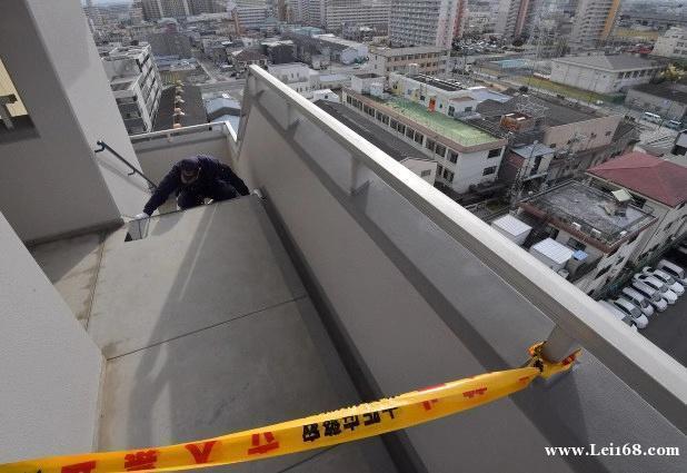 日本7个月大女婴坠楼身亡,母亲被逮捕,称坐在9楼扶手上看风景…