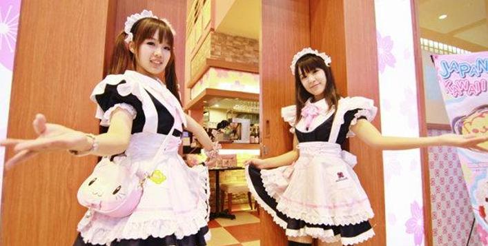 日本小哥人生第一次进女仆咖啡厅,上一秒笑嘻嘻下一秒就被吓晕:这不是我老婆吗?!