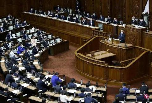 又一议员刚和菅义伟开完议会被确诊阳性,日本集体感染呈1.5倍激增