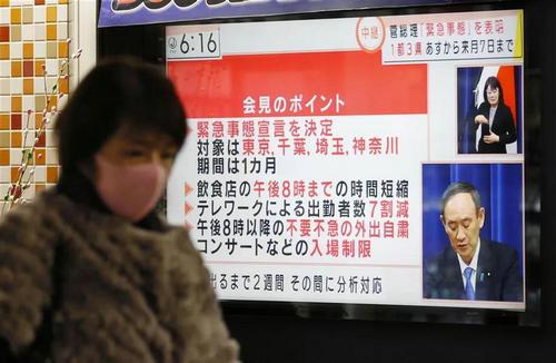 """日本医疗资源日趋紧张,17名日本人""""居家隔离""""时突然死亡,东京新冠感染累计超9万人……"""