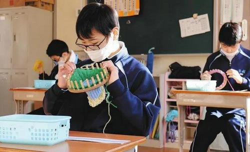 日本41岁女教师与16岁男生谈恋爱遭处分,引燃社会舆情